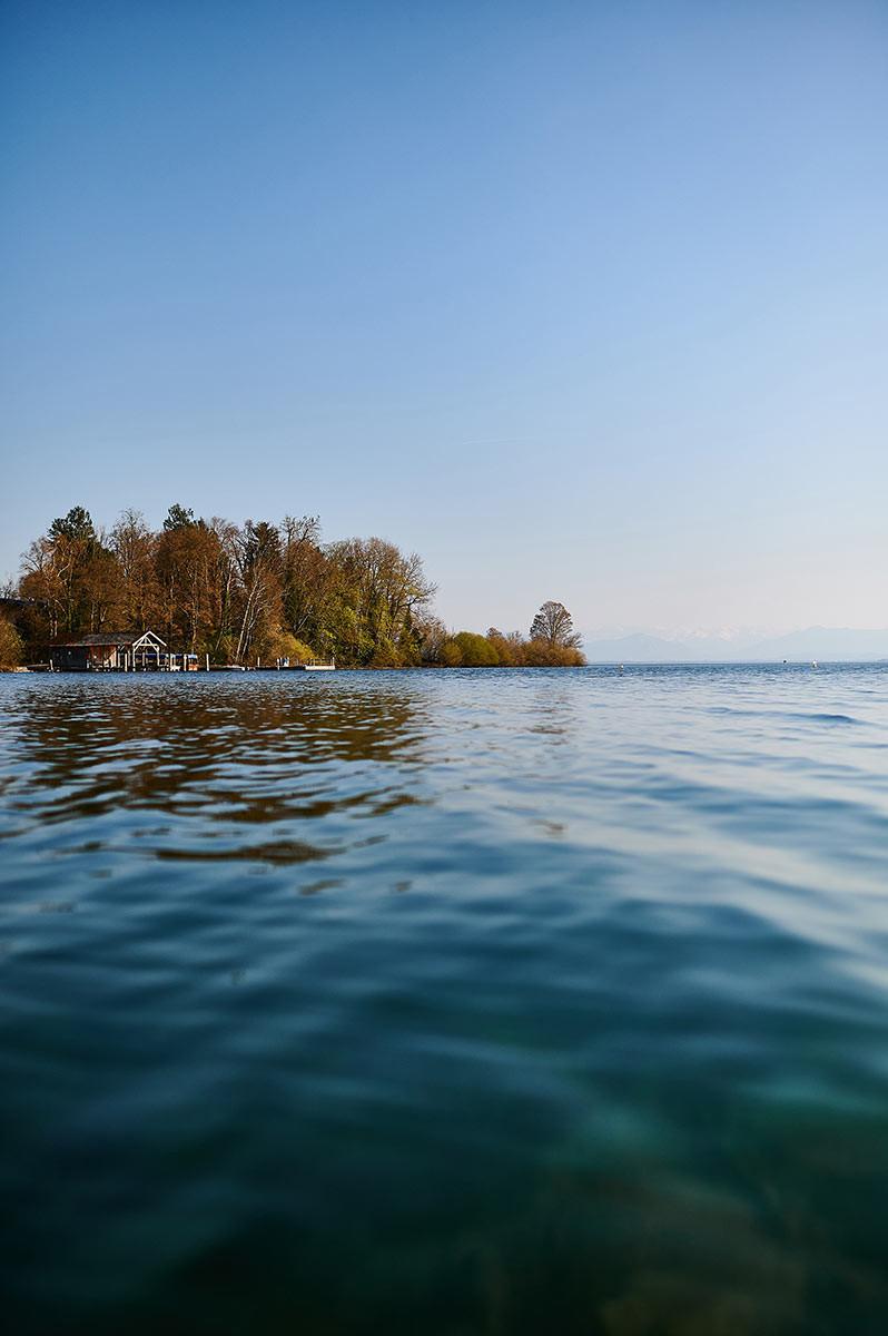 Familienausflug zum Starnberger See in Pöcking am Seeuferweg bei München - Roseninsel