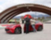Programa Oficina Motor, apresentadores Michelle de Jesus, Henrique Koifman e Lipe Paíga com uma Ferrari, em Mugello, na Itália - Rebimboca agência de comunicação e produção de conteúdo