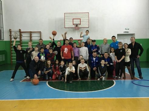 Хмельницькі регбісти привітали дітей у дитячому будинку в Солобківцях зі святом Святого Миколая (ВІД