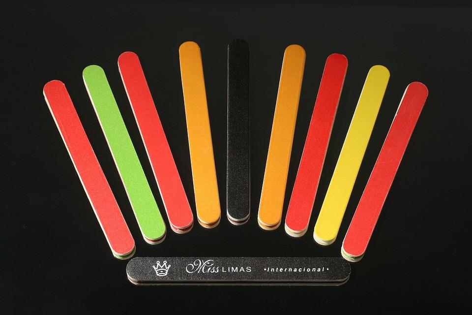 Différents coloris pour les limes à ongles.