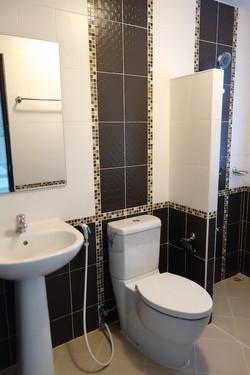 Bathroom 2nd floor CS030.jpg
