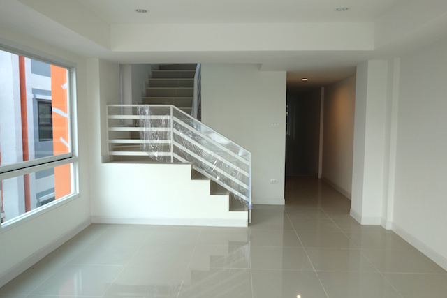 3rd floor 2 CS030.JPG