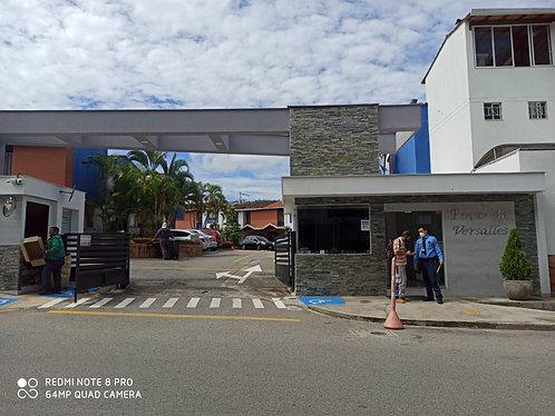 ARRIENDO CASA EN PINAR DE VERSALLES-Cod 772556