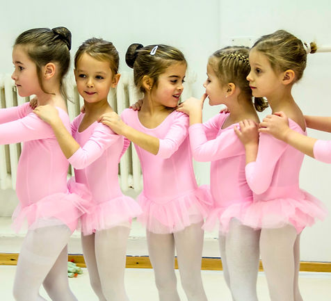 Ballerinák balett óra közben a Balett Akadémia Budapestben