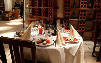 Vinothek-Tischdeko
