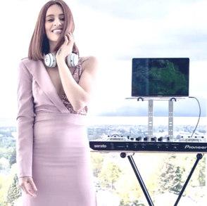 DJ CHLOÉ