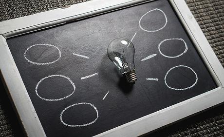 Bulb and blackboard-Insigth poss-356043