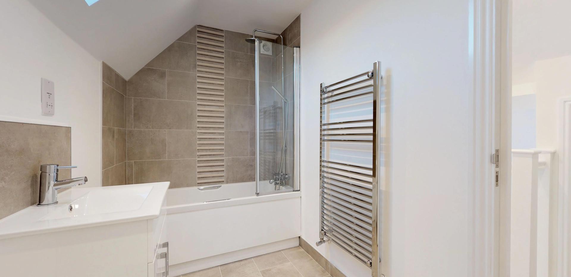 West-Street-Horsham-Flat-2-Bathroom.jpg