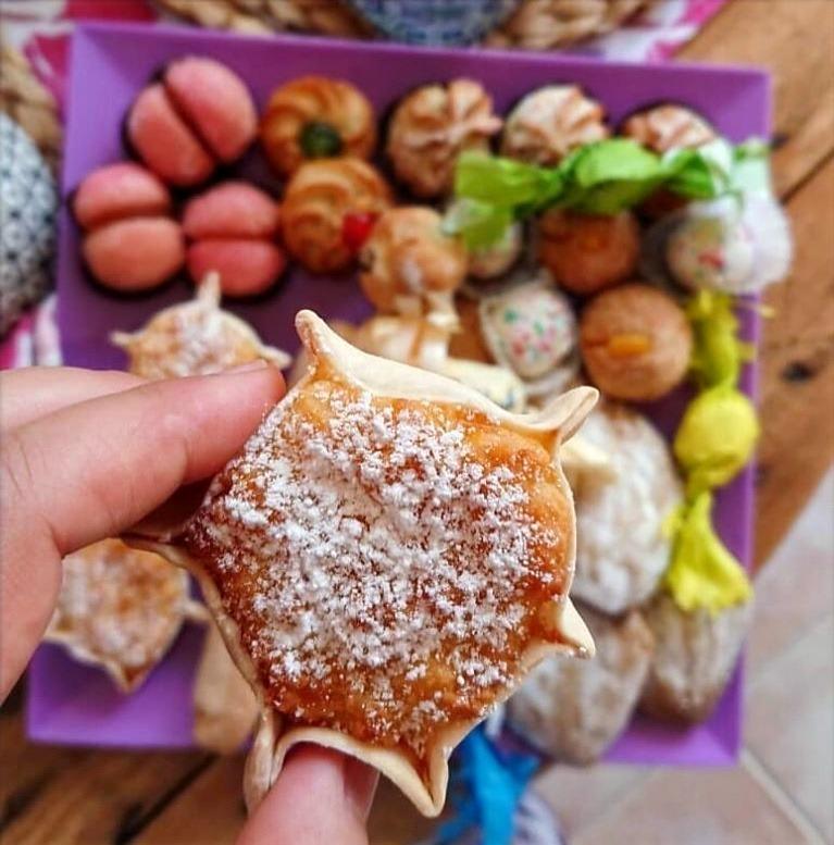colazione con dolci sardi