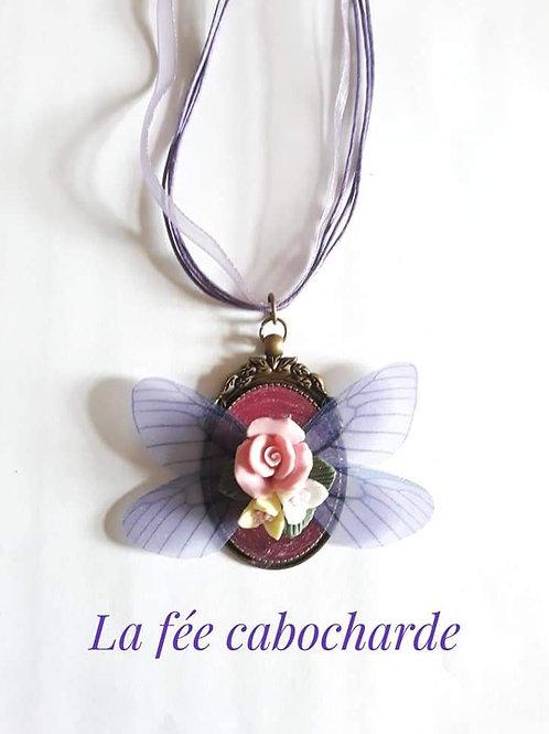 Médaillon féerique violet
