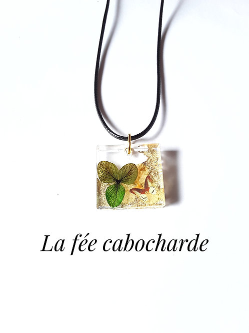 """Médaillon """" Fleur d'hortensia"""" doré"""