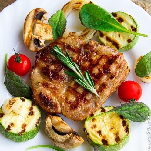 Мини стейк из свинины с овощами гриль