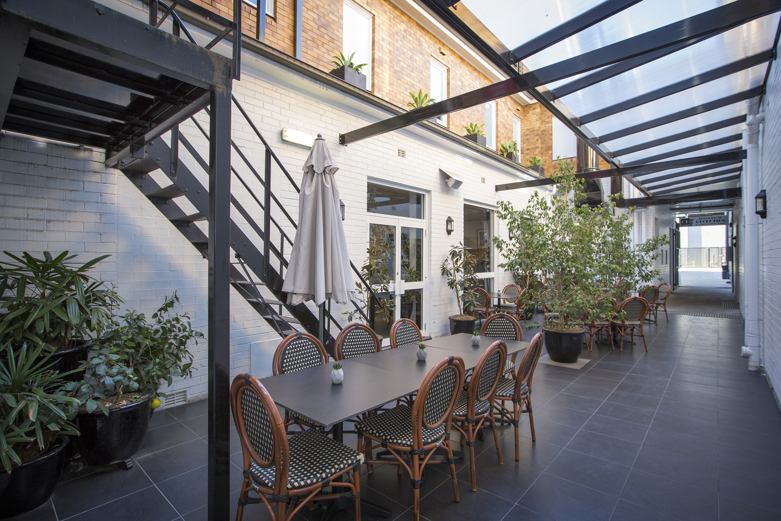 DECO Wine Bar & Restaurant Courtyard