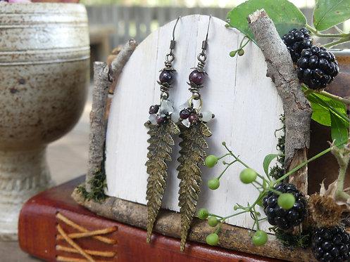 Boucles longues ~Fangorn~ Grenat, cristal de roche et péristérite.