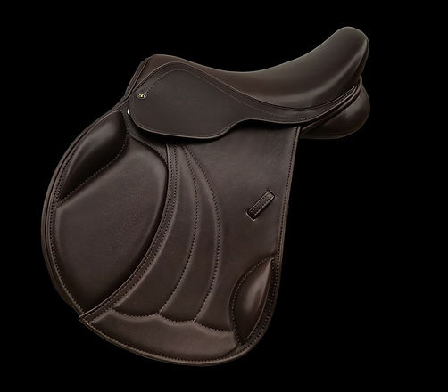 A larger picture of the AH Jumping saddle which is a saddle designed specially for cobs and wide horses and large native ponies