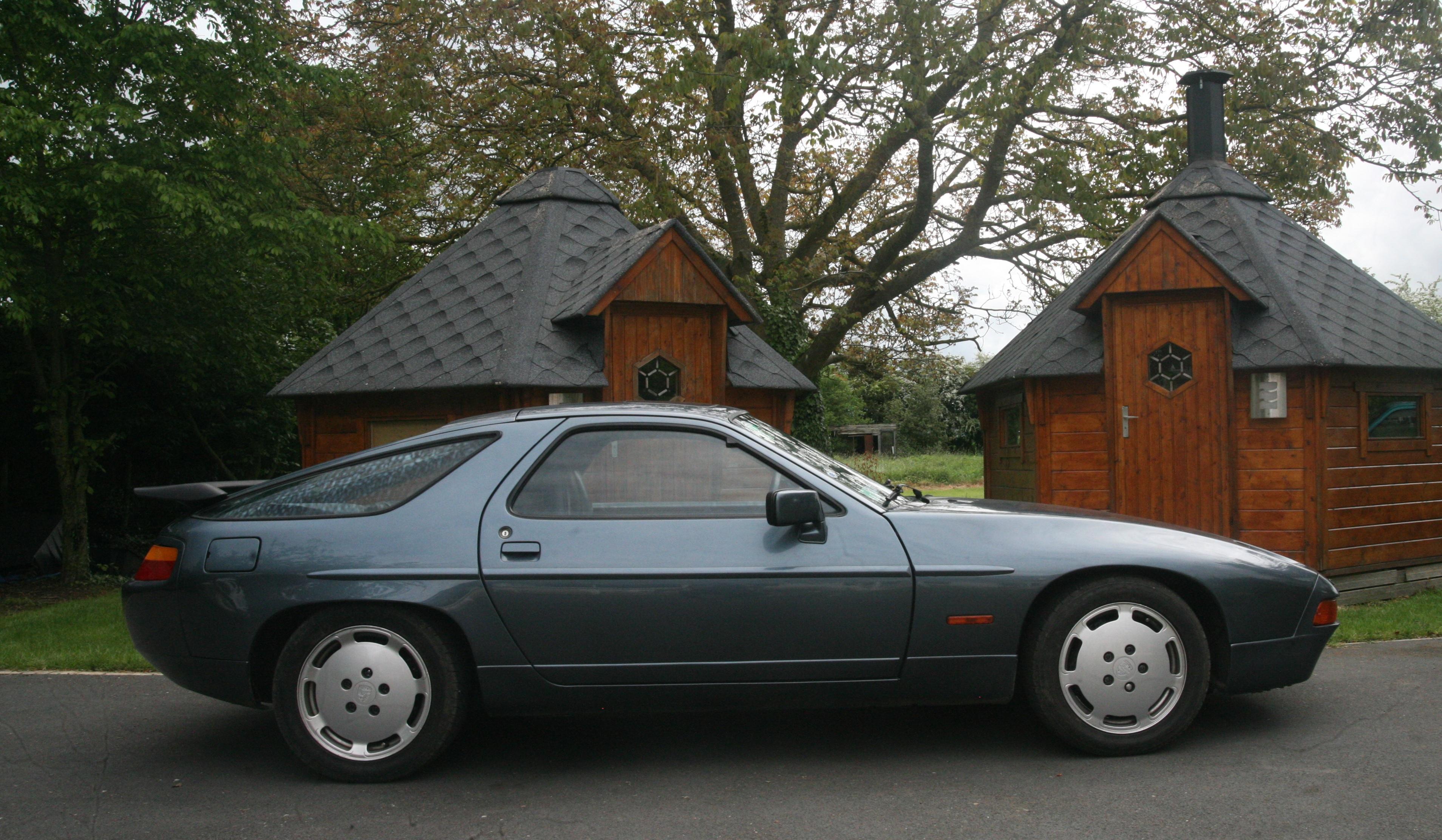 PORSCHE 928 SA 1988