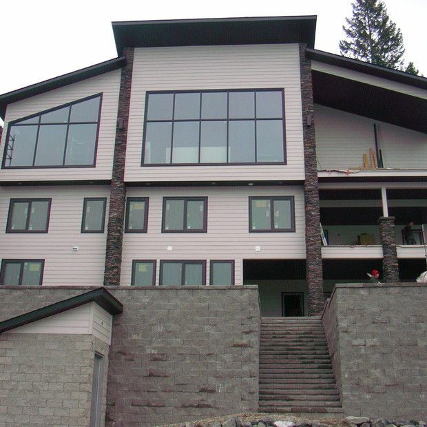 Large 7 Bedroom Custom home located in Christina Lake