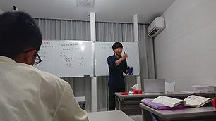 大学受験のため物理を教えている集団授業