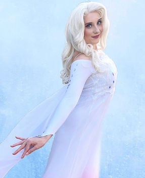 Elsa_character_for_parties_and_events_so
