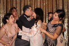 Gold_sequin_great_gatsby_wedding_photo_b