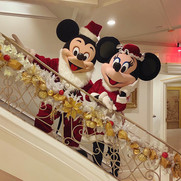 Mickey_and_minnie_social_distancing_even