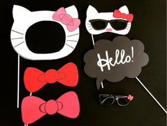 Hello_kitty_themed_photo_booth_props