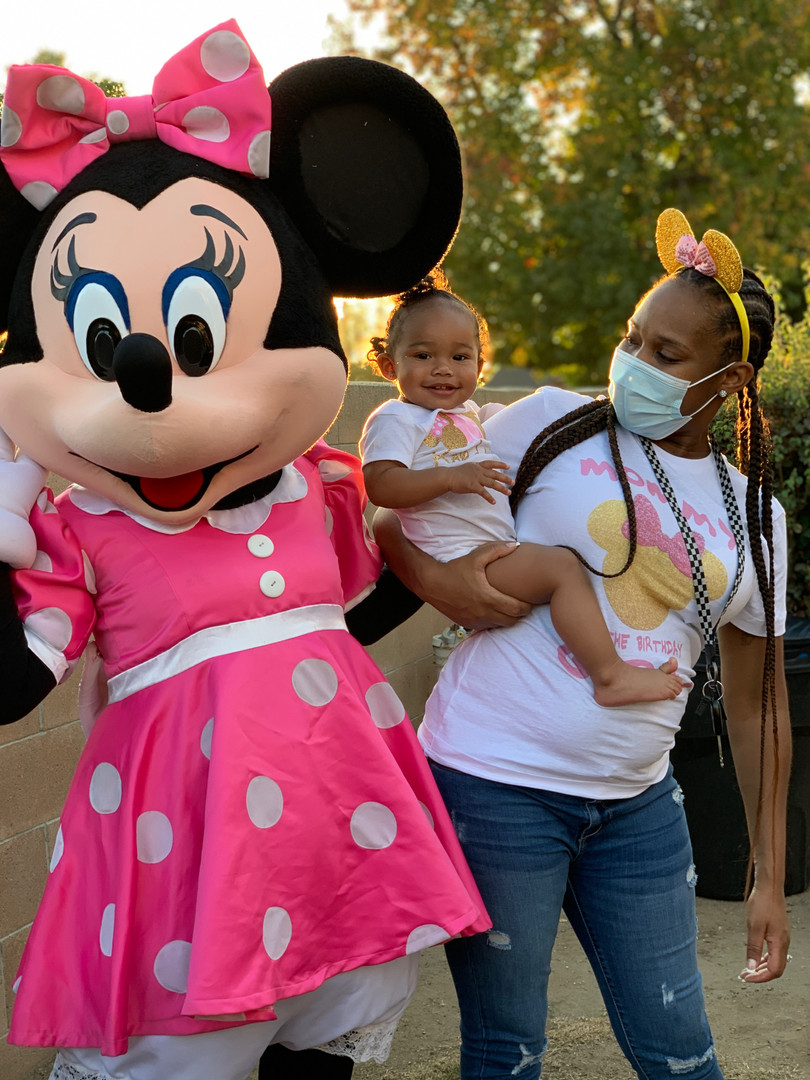 Minnie_mouse_event_during_pandemic.JPG