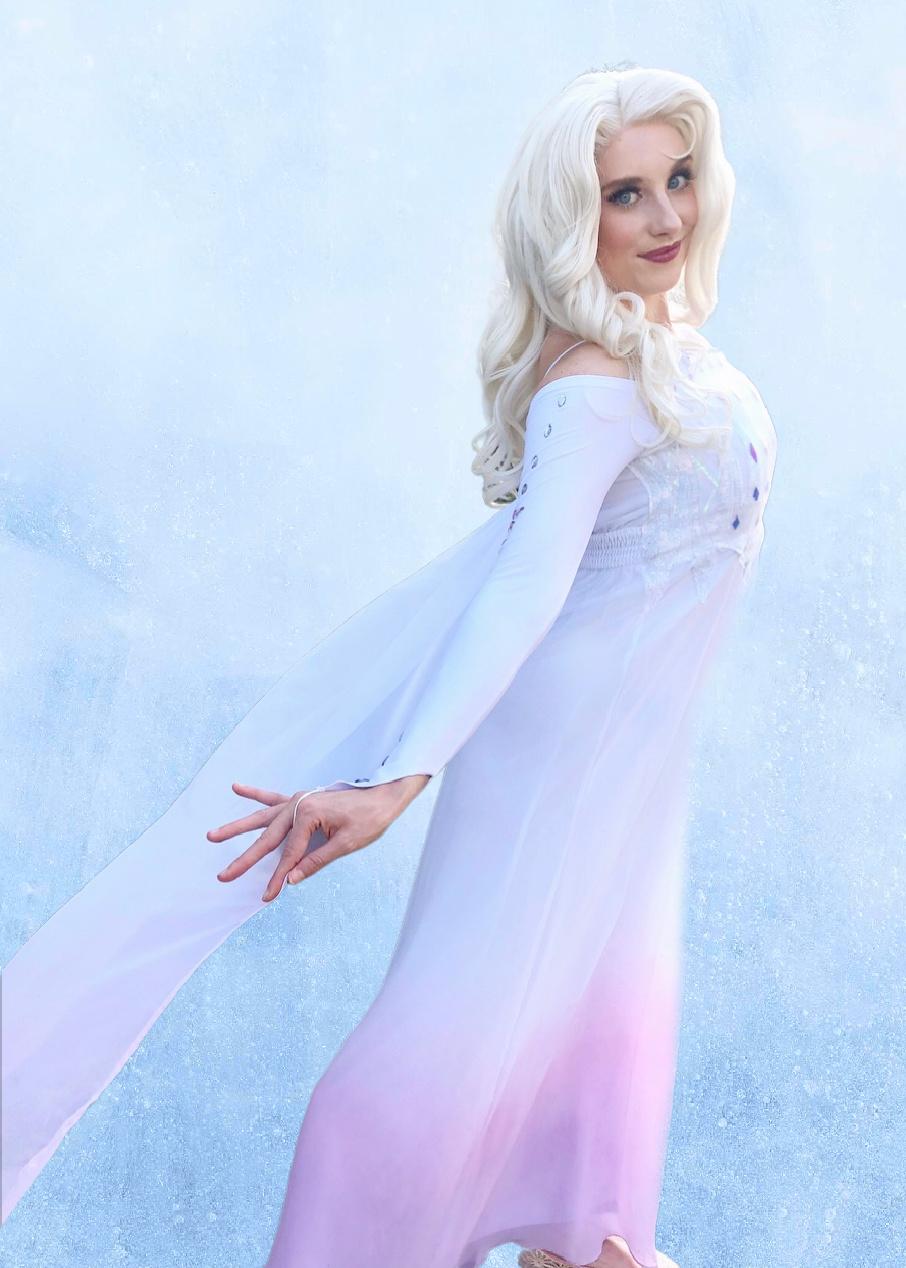 Elsa Frozen 2 party character