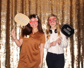 Gold_sequin_backdrop_Christmas_party.jpg