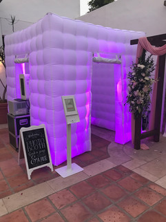 LED_inflatable_photo_booth_for_weddings