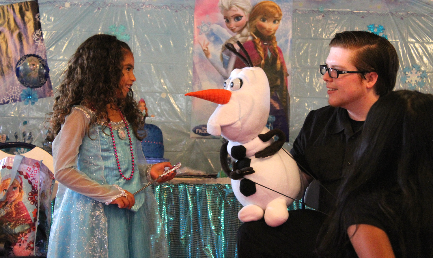 Olaf Puppet Show