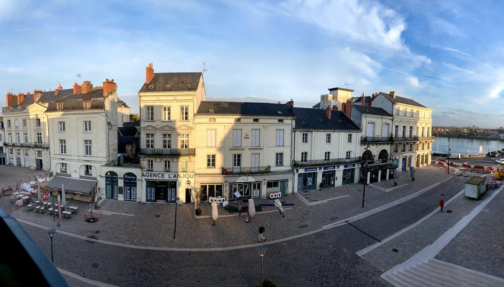 Vue panoramique depuis fenêtre, vue place Bilange et la Loire - 1/1