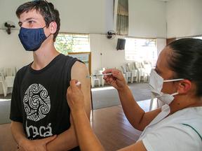 Vinhedo abre agendamento para vacinação de 12 a 17 anos com comorbidades, deficiência e grávidas