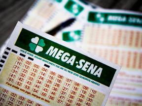 Mega-Sena pode pagar R$ 100 milhões neste sábado, 16