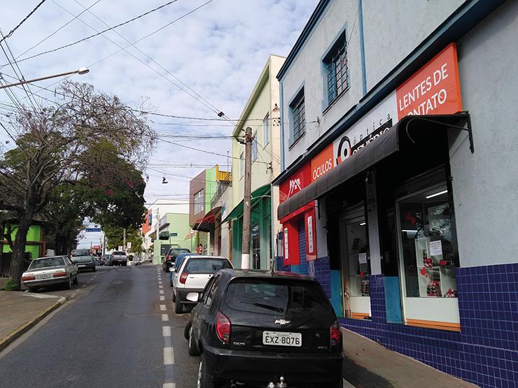 Prefeitura começa a pagar auxílio aos comerciantes LOUVEIRA