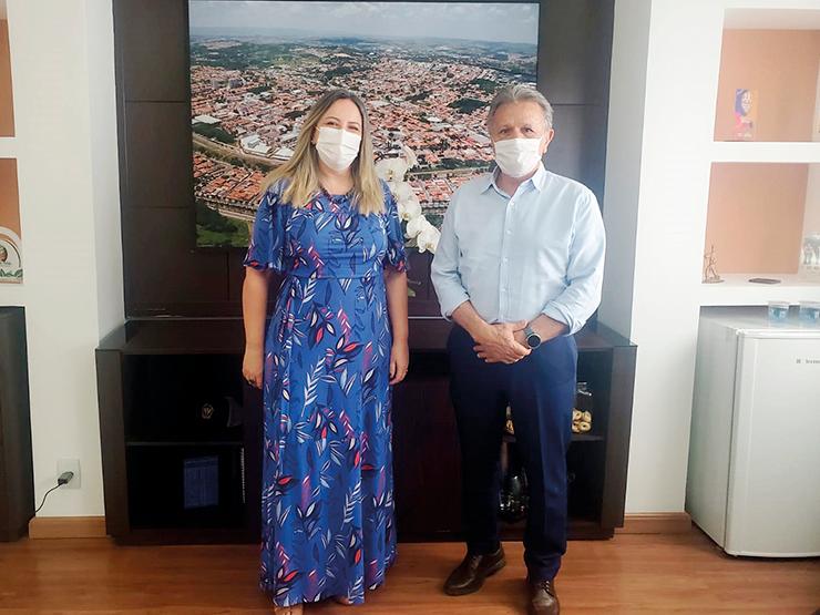 Servidora Rogéria Nicoletti assume Secretaria de Educação VINHEDO