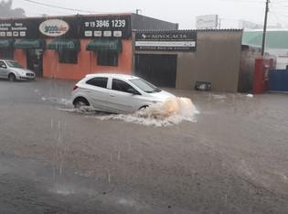 Chuva causa transtornos nesta segunda-feira em Vinhedo