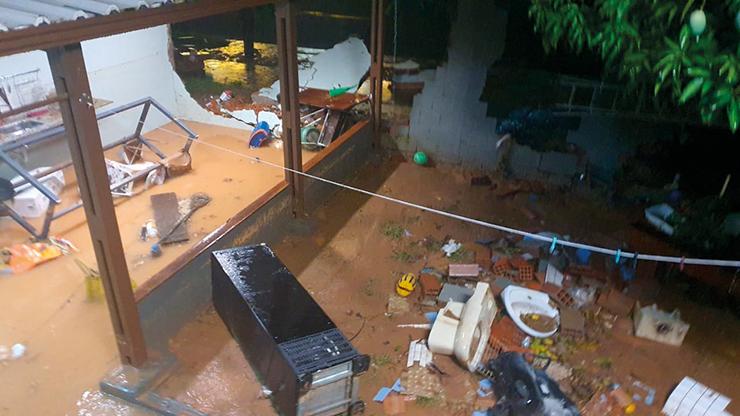 Forte chuva causa estragos em Vinhedo
