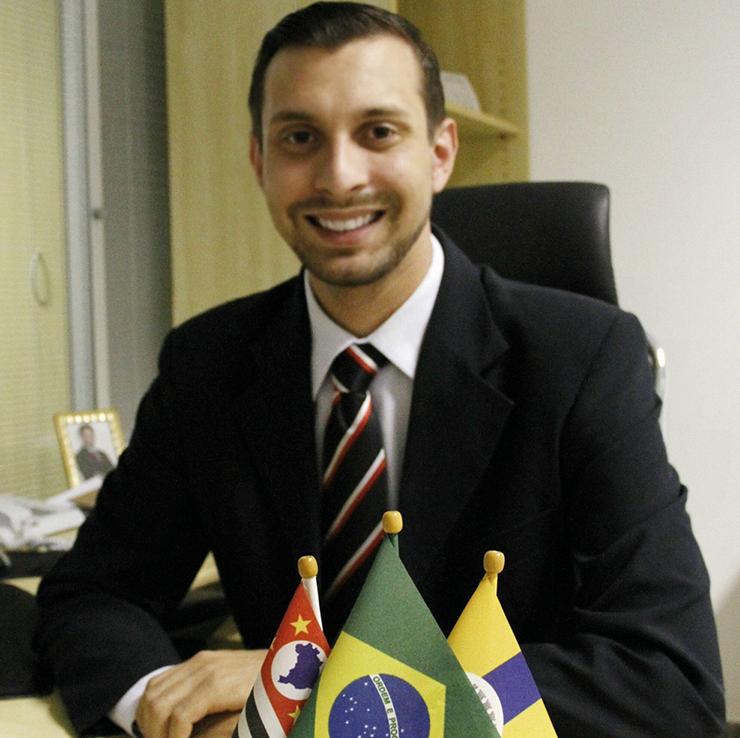 ENTREVISTA COM LEANDRO LOURENÇON LOUVEIRA