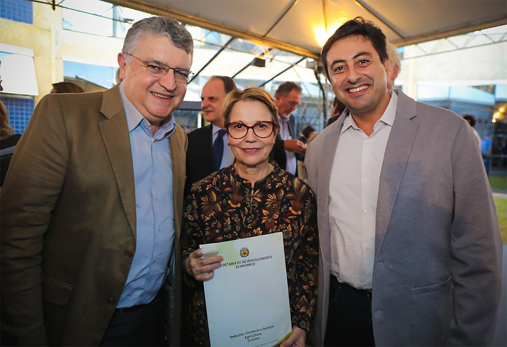 Jornal Tribuna Online - Louveira - Júnior Finamore participa do aniversário de 30 anos do Embrapa Territorial e apresenta o PROMIF para Ministra da Agricultura do Brasil