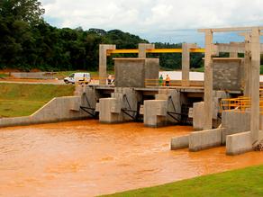 Comportas de represa são abertas após chover em 3 dias 43% do esperado para o mês de janeiro