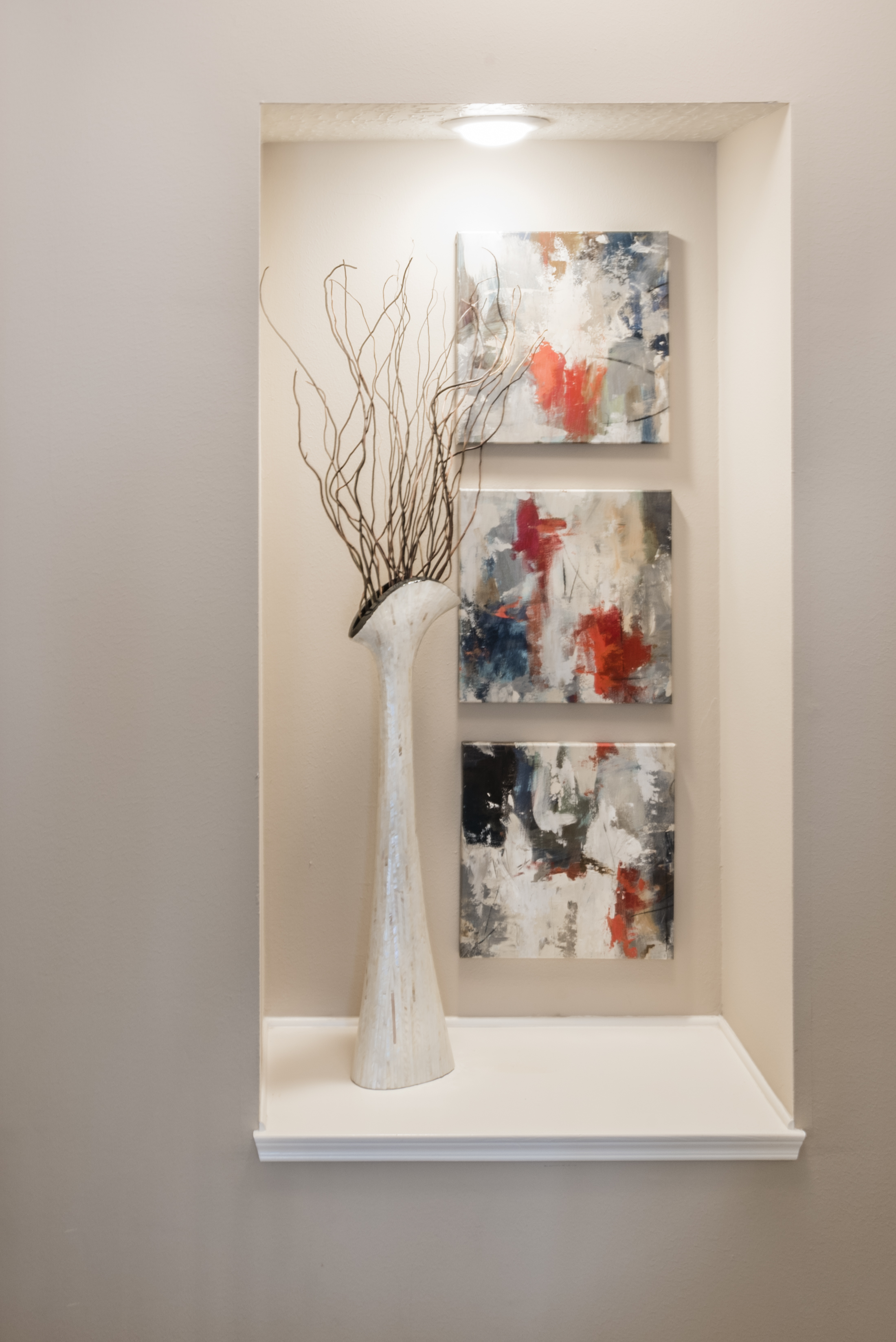 MODERN ART NICHE WITH FLORAL AND ART