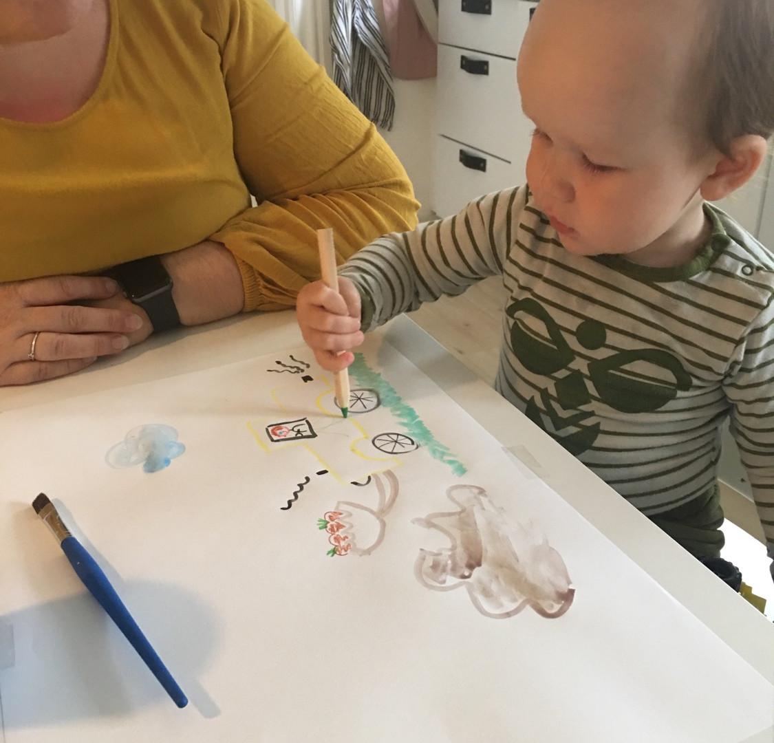 Kristine og Lukas tegner og fortæller om en gravko