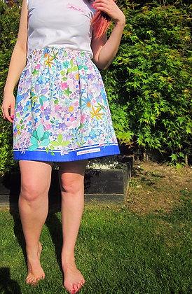 Falda explosión flores. Falda corta flores azul handmade. Diseñada y hecha a mano en Bilbao by Mariposas en invierno.
