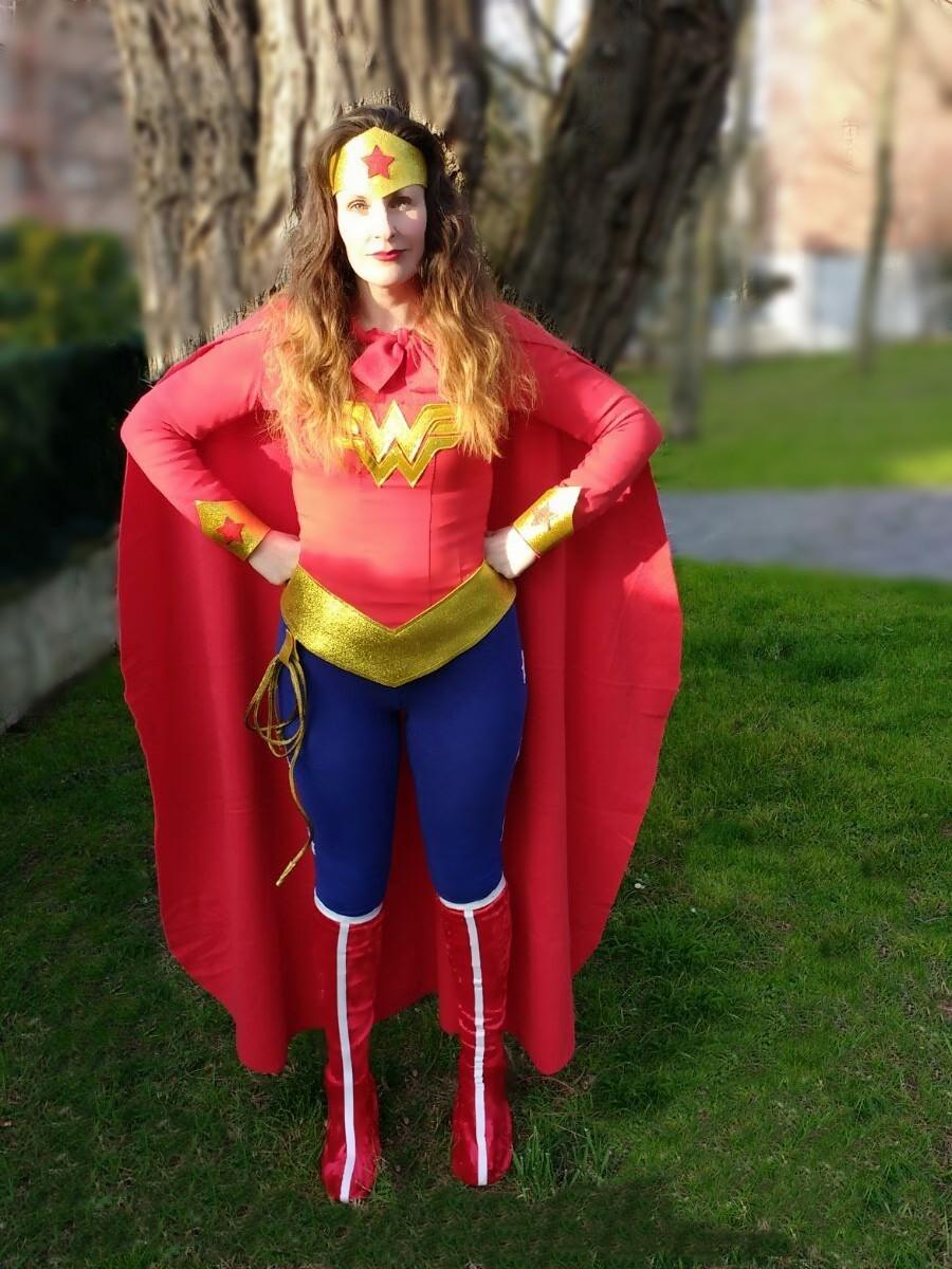Disfraz casero Wonder Woman DIY