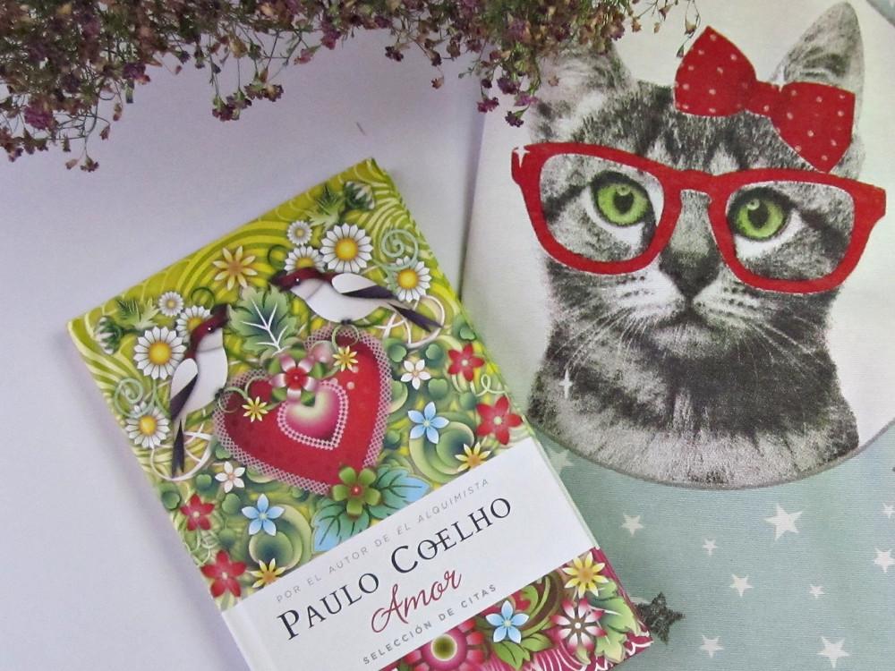 Amor de Paulo Coelho con gata erudita.