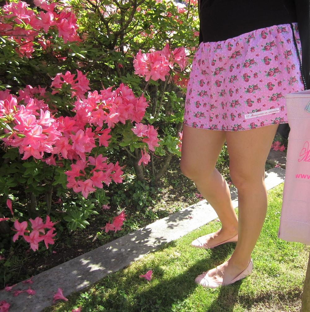 Falda flores rosas hecha a mano por Mariposas en invierno