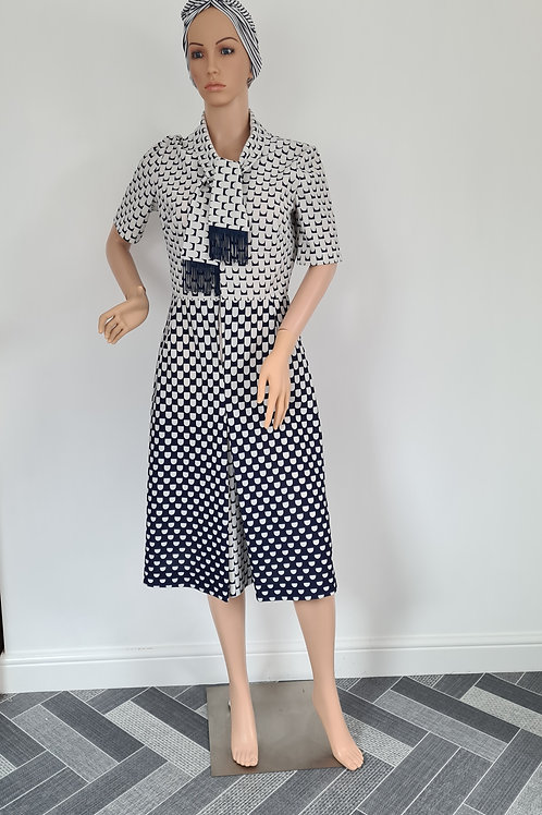 Vintage 1960s White & Navy Beretex Fit and Flare Short Sleeved Dress M