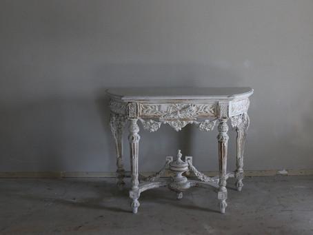 新しい生活にアンティーク家具を