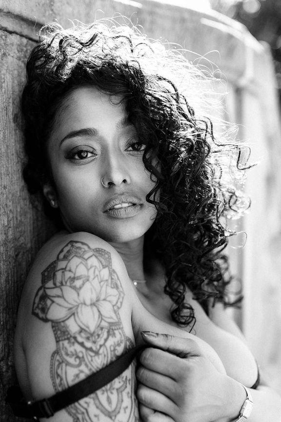 Sensual Lingerie indian girl haut (2).jpg